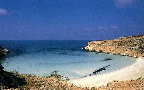 Ilha de Lampedusa, na Itália, é destino turístico e ponto de chegada de migrantes. Crédito: www.italia.it