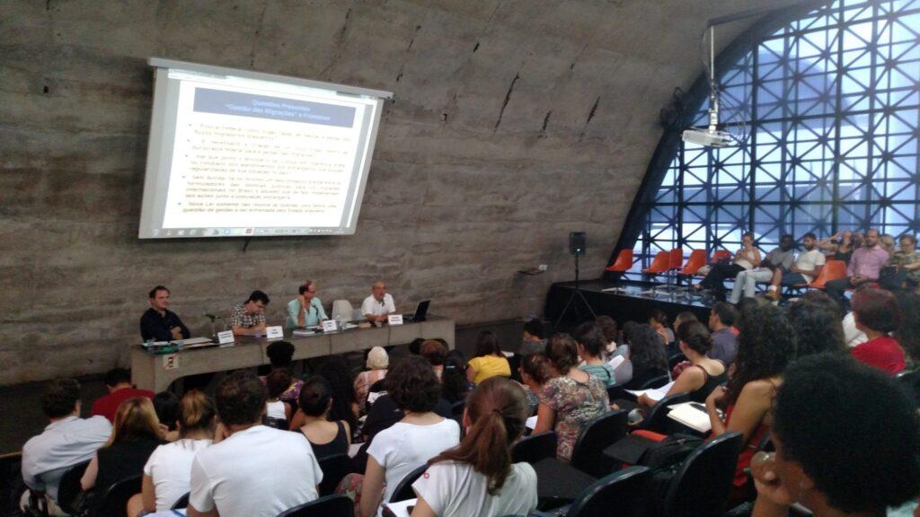Mesas debateram políticas públicas, fronteiras e integração de migrantes e refugiados. Crédito: Rodrigo Borges Delfim/MigraMundo