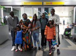 """""""É outro mundo"""", diz refugiado congolês após reunir a família no Brasil"""