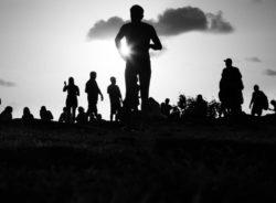 """""""Somos filhos de imigrantes e precisamos respeitar os que vem de fora"""", diz curador de mostra Brasil-Iraque sobre paz"""