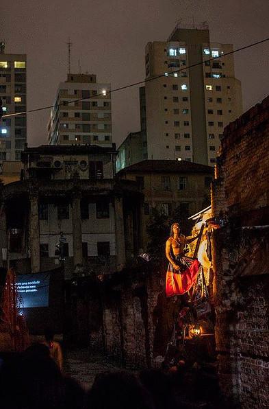 Resquícios da Vila Itororó lembram escombros do Haiti pós-terremoto. Crédito: Mayra Azzi/Teatro de Narradores