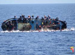 """Números recentes mostram que mar Mediterrâneo continua a virar """"cemitério de imigrantes"""""""