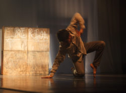 Espetáculo teatral Tempo Suspenso expressa os dramas da imigração e refúgio por meio da dança