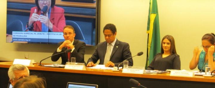 Pedido de vista adia aprovação da Lei de Migração em comissão da Câmara