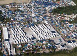 Migrantes e refugiados sofrem com abandono e violência em Calais