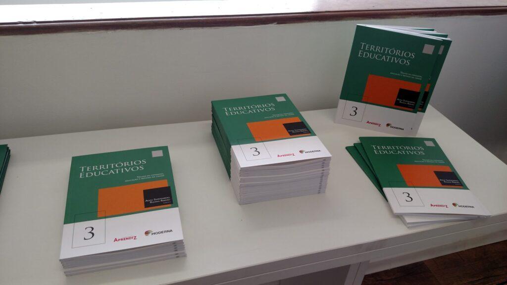 Experiência do Trilhas da Cidadania foi sistematizada em livro. Crédito: Rodrigo Borges Delfim/MigraMundo