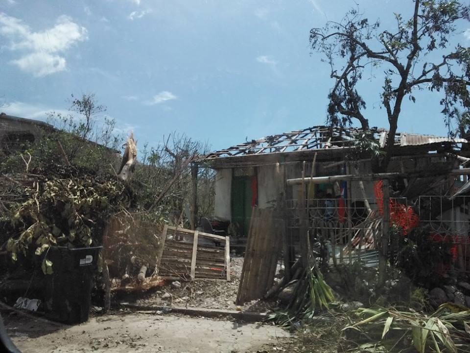 Casa destruída pelo furacão Matthew na região de Les Cayes, uma das mais afetadas. Crédito: Werner Garbers e Rosena Olivier
