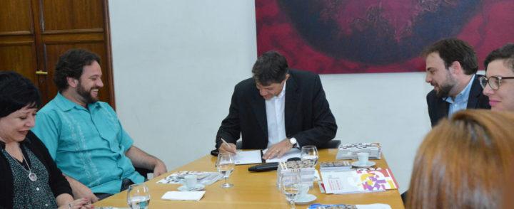 Decreto que regulamenta a Política Municipal para a População Imigrante é assinado em São Paulo