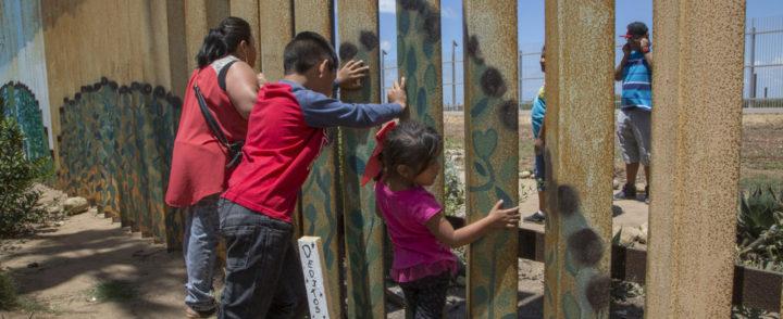 Tem muro na fronteira México-EUA e quero mostrá-lo como ele é, diz autora do projeto The Wall