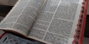 O que a Bíblia hebraico-cristã fala a respeito de imigrantes, refugiados e deslocados