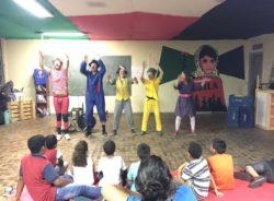 Palhaços sem Fronteiras Brasil alegram a noite de crianças da Ocupação Leila Khaled