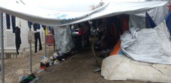 """""""É como uma prisão"""": entremos em um campo de refugiados em Lesvos, na Grécia"""