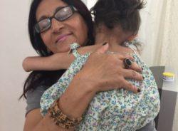 Com ajuda de voluntária, criança síria com deficiência consegue vaga em escola em São Paulo