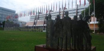 Em decisão histórica, STF francês descriminaliza ajuda a migrante indocumentado