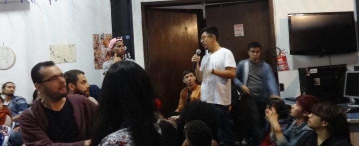 Sarau usa arte como grito de liberdade e empoderamento para imigrantes e LGBT