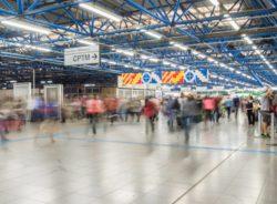 Intervenção leva debate sobre imigração e fronteiras ao metrô de SP