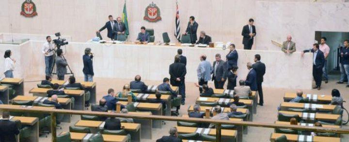 Alesp aprova revalidação gratuita de diplomas de refugiados em SP