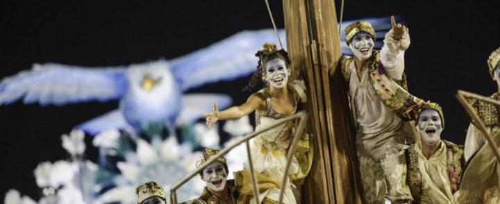 Desfile da Portela no Carnaval do Rio chama a atenção para imigrantes do passado e do presente