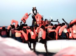 Recusa italiana a barco com migrantes gera crise e troca de farpas na Europa