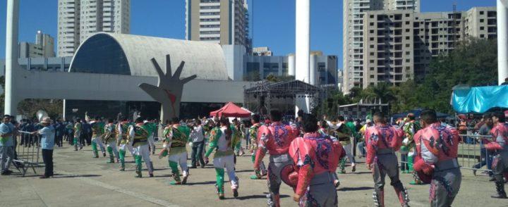 Festa em SP destaca orgulho cultural e cívico de bolivianos e atrai também brasileiros